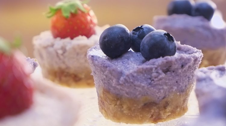 Healthy Recipe: Vegan Wild Berry Mini Cakes