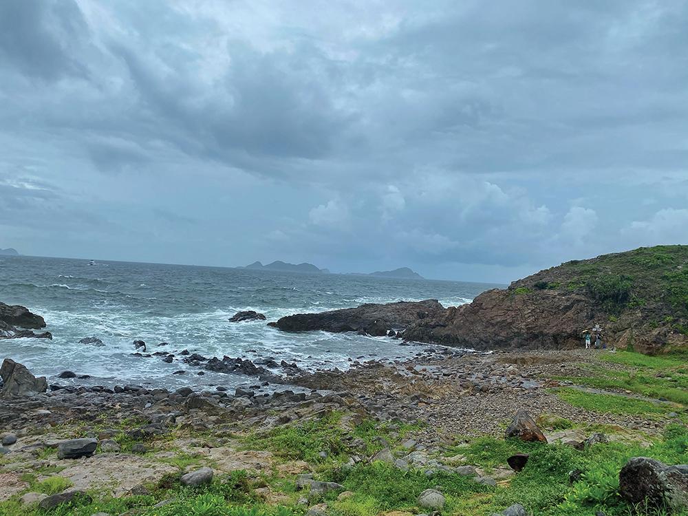 The jagged shoreline at Tung Lung Chau.